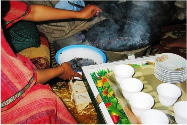 During the coffee ceremony, the still green coffee beans are roasted in front of the guests