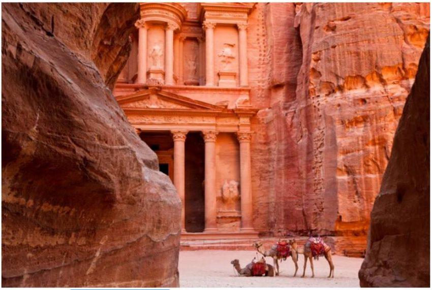 Facade of the treasure house of Petra Jordan